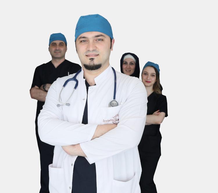 Leitender Arzt Dr. Balwi mit seinem Team