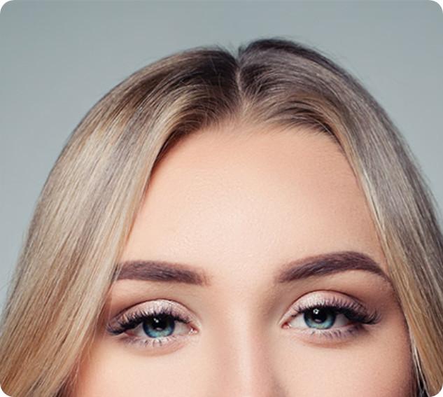 Schöne Frau mit vollem Haar