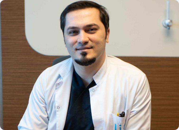 Dr. Abdulaziz Balwi ist der leitender Arzt bei Elithair