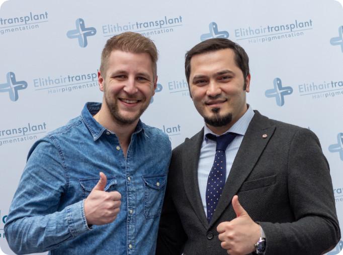 Dr. Balwi mit Patienten nach Haartransplantation in Düsseldorf