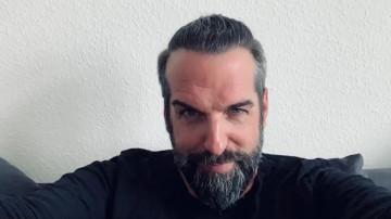 Jürgen T. in einem Video nach seiner Haartransplantation Erfahrung
