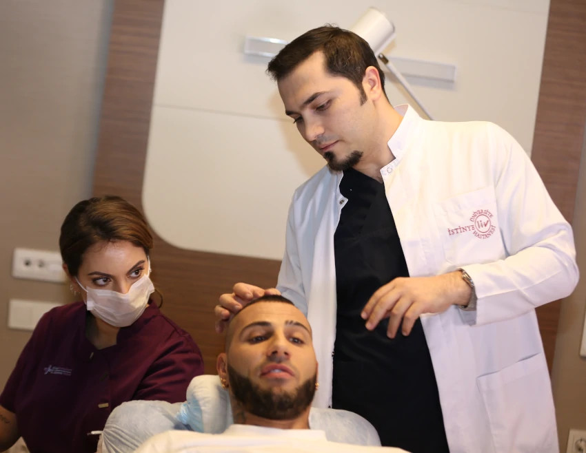 Dr. Balwi ist bei Quaresma's Haarpigmentierung