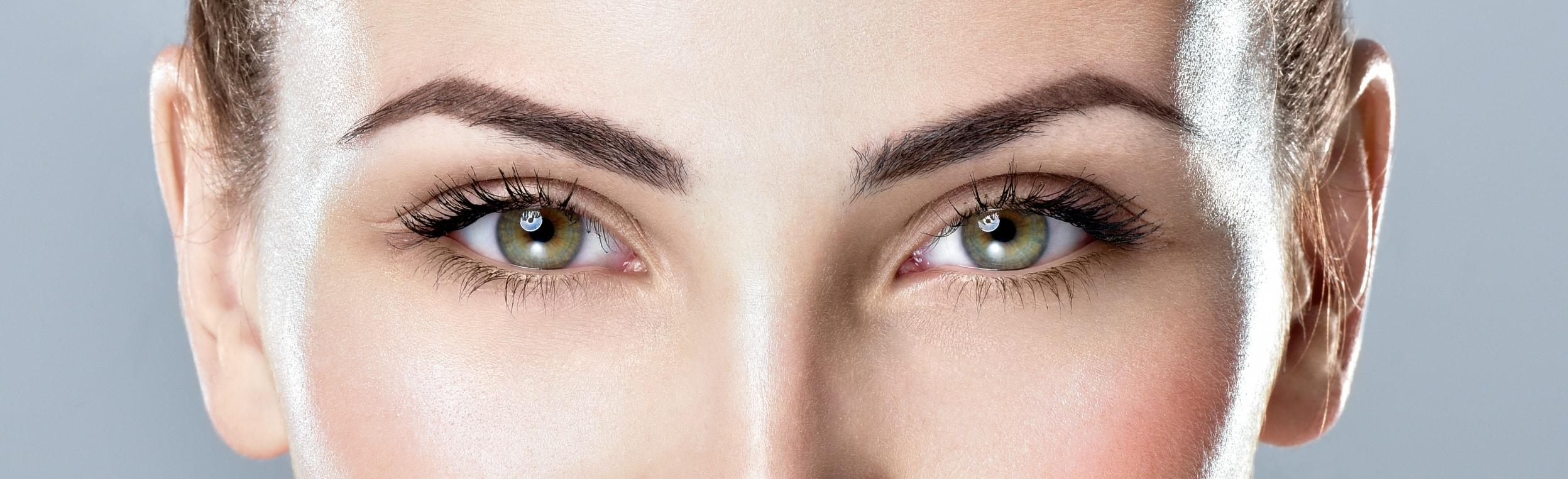implant sourcil réussis pour un visage radieux