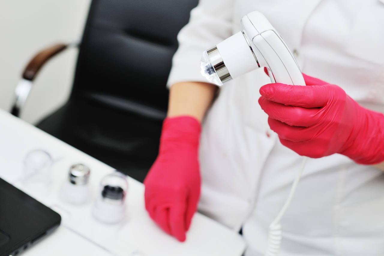 traitement de la calvitie quand faut-il faire faire un examen par un dermatologue