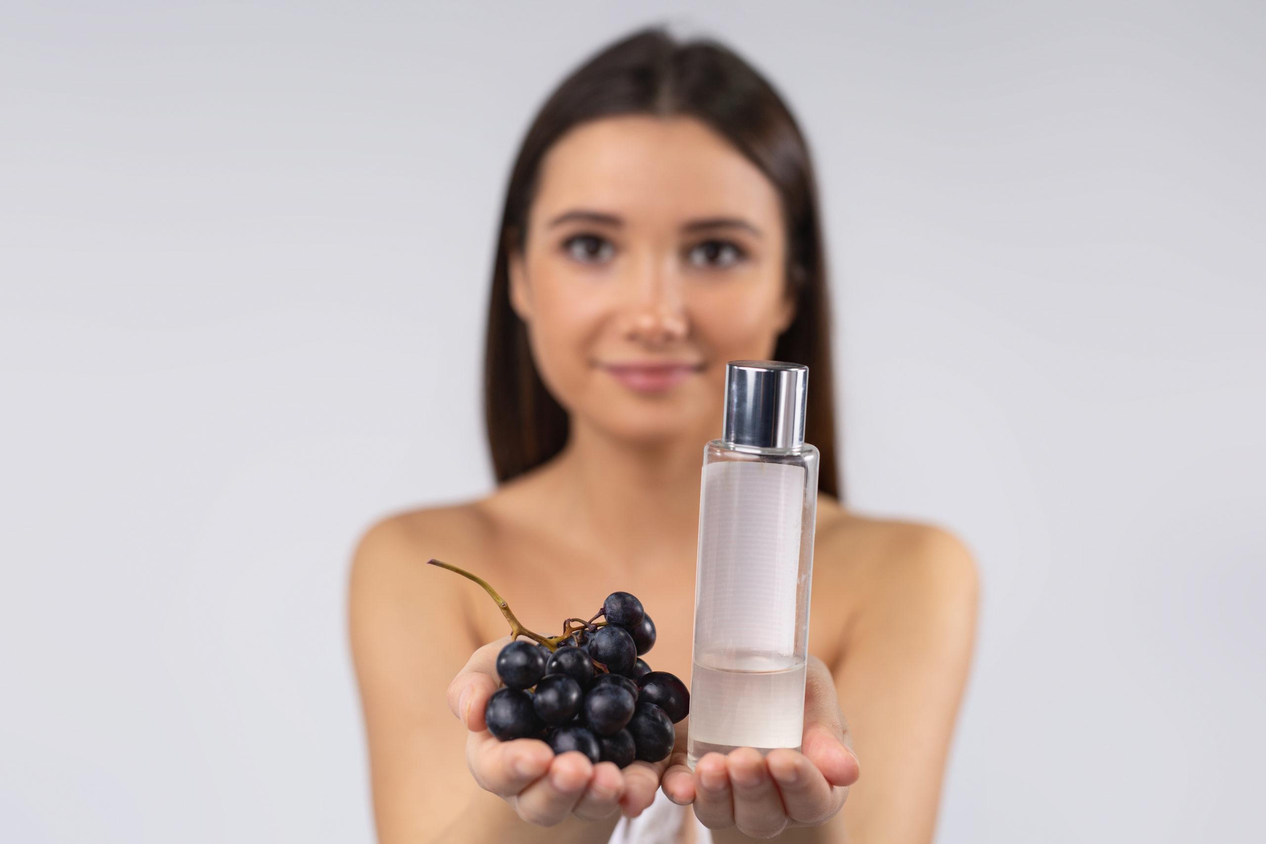 L'huile de pépins de raisin vient soutenir la repousse après une greffe de cheveux