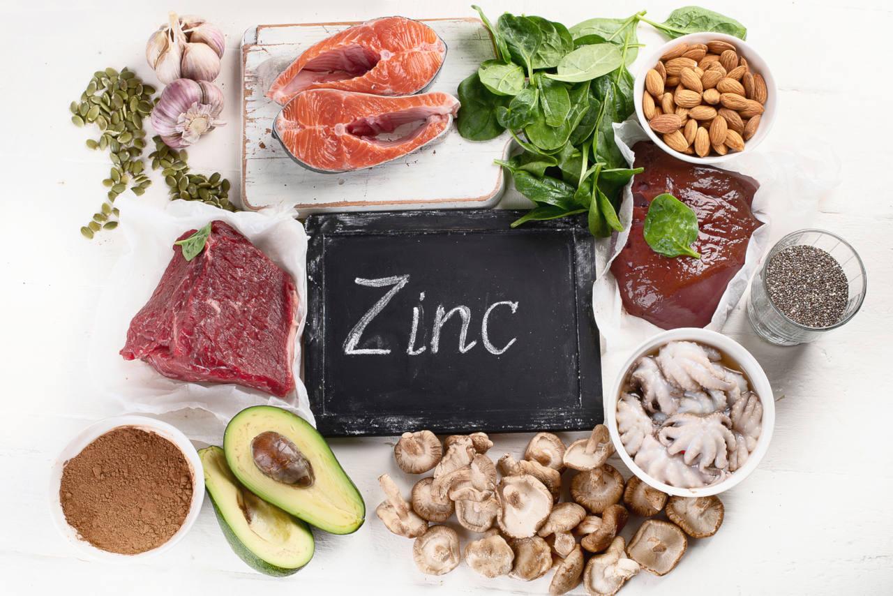 le zinc est un oligo élément essentiel dont la carence est visible sur les cheveux