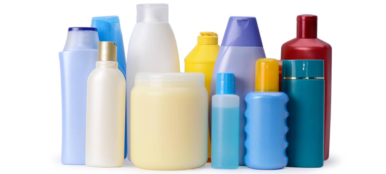 la plupart des produits de soins capillaires vendus dans le commerce contiennent de nombreux produits chimiques nocifs pour vos cheveux