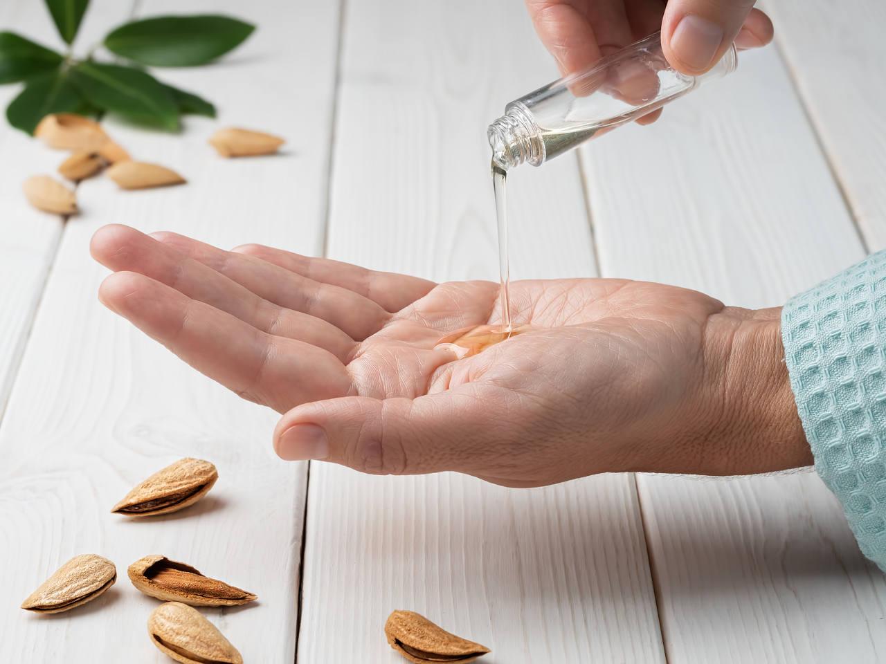 comment utiliser l'huile d'amande douce pour cheveux