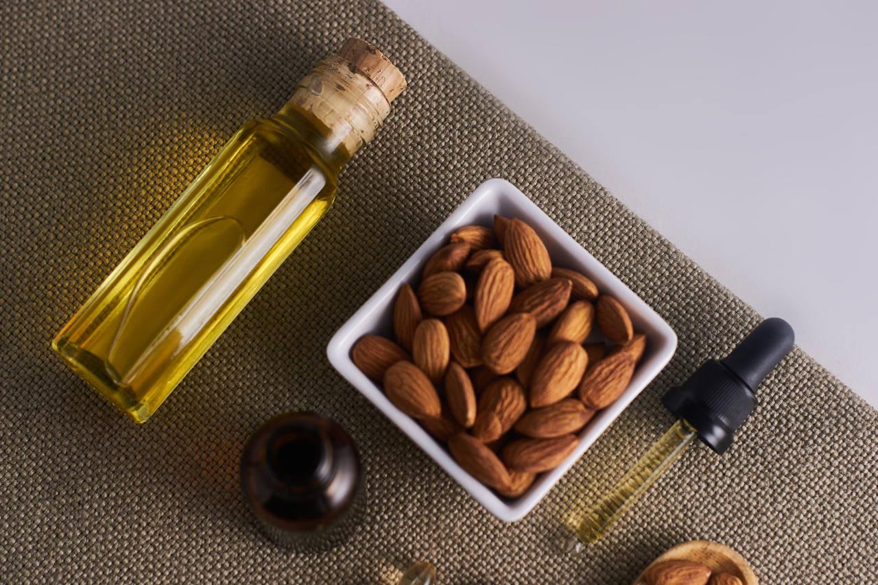 l'huile d'amande douce apporte soin et nutrition à vos cheveux