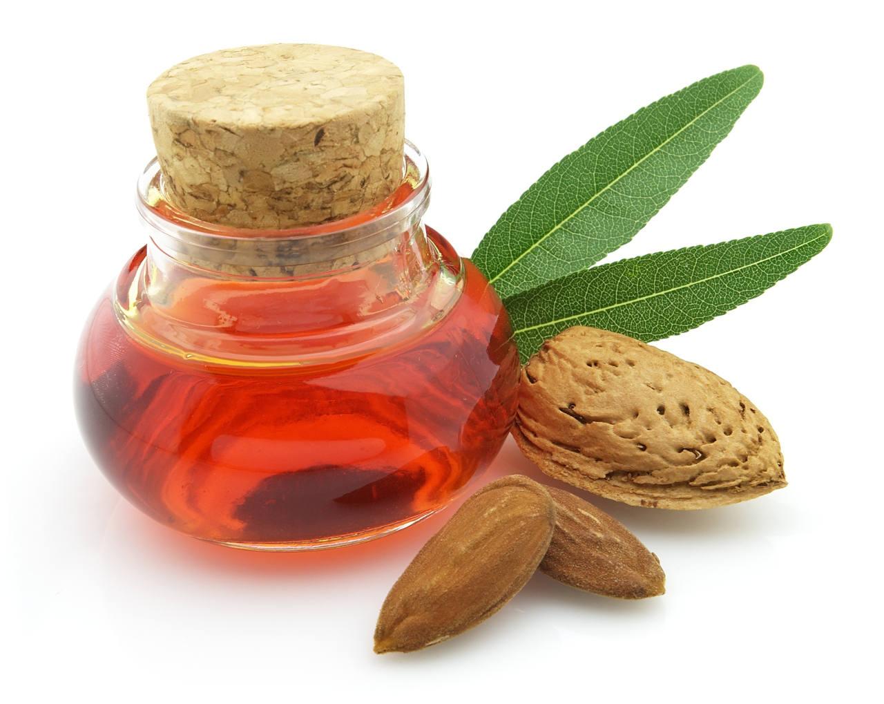 l'huile d'amande douce pour cheveux est un des soins capillaire les plus complet