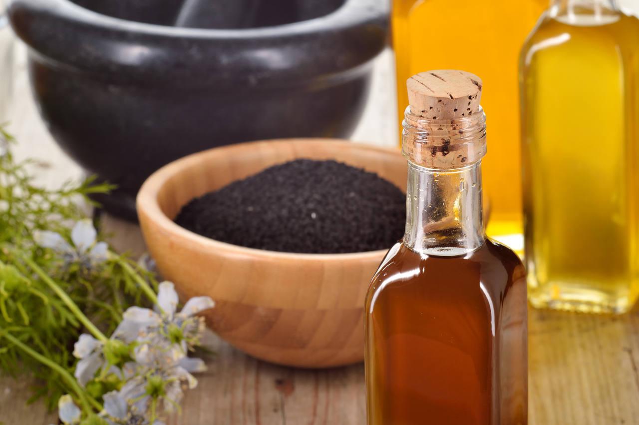 sachez choisir une huile de nigelle pour cheveux fraichement pressée et non filtrée