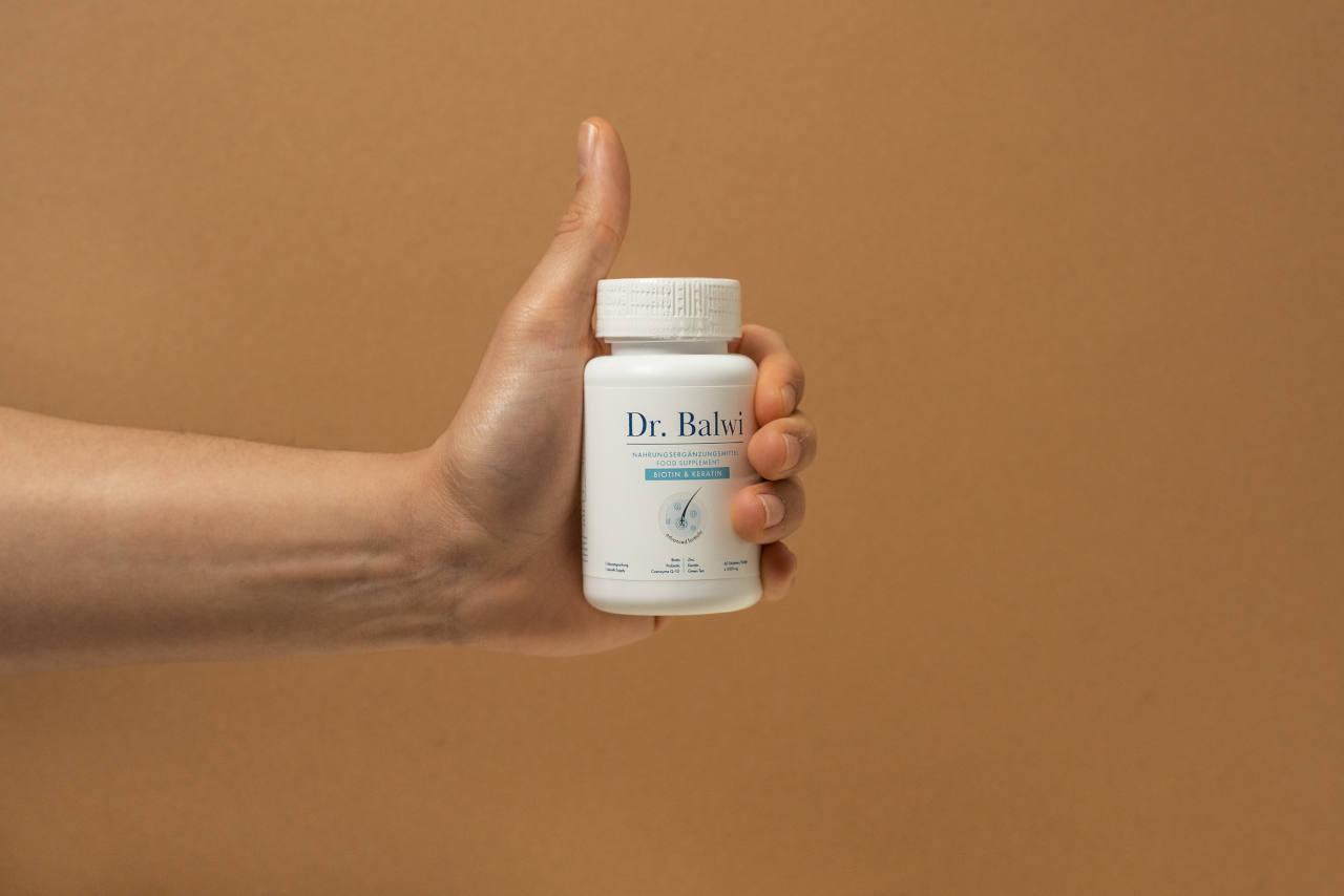 Les compléments alimentaires que nous proposons ont été développés par le Dr Balwi comme traitement anti chute de cheveux