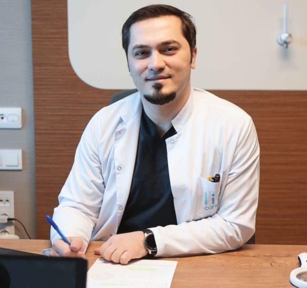 Le Dr Balwi lors du premier rendez-vous médical avec un patient
