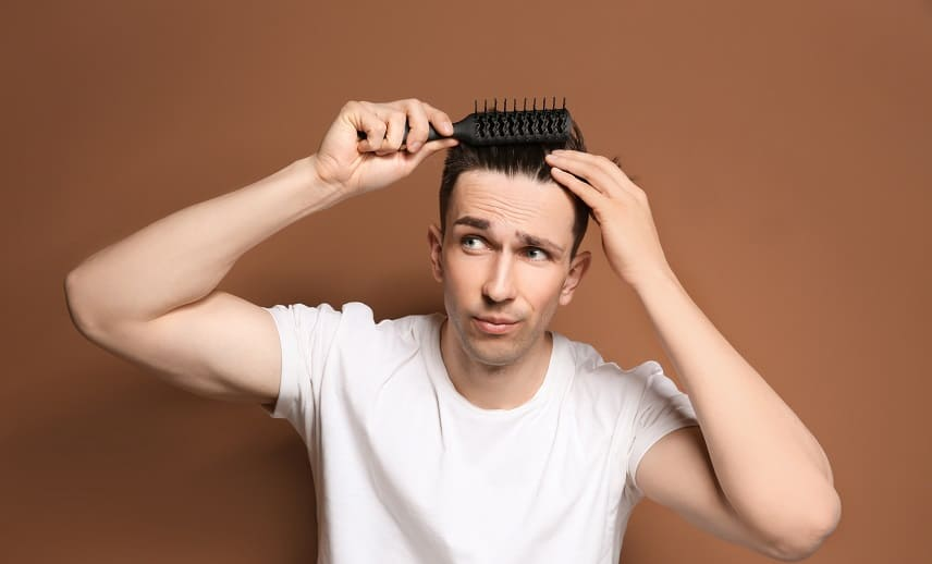 Haaransatz beim Mann