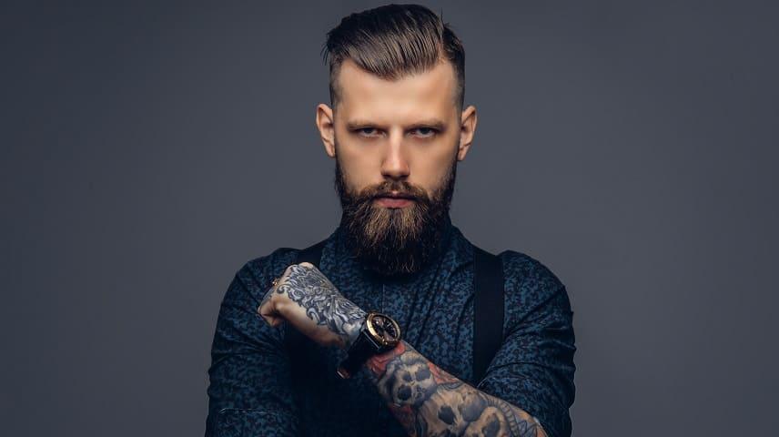 Haargel nach Haartransplantation - Junge Mann mit Bart und schöner Haare