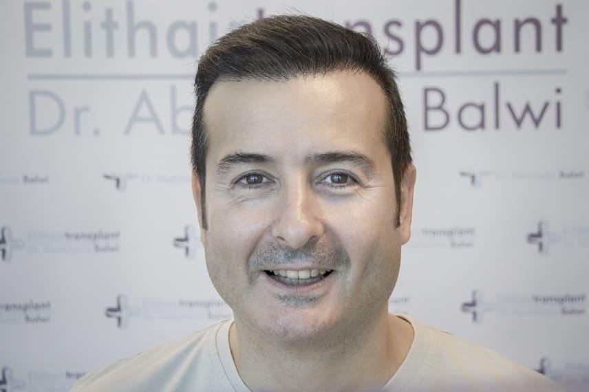 Regeneration der Haare Junge Mann nach der HT Elithairtransplant