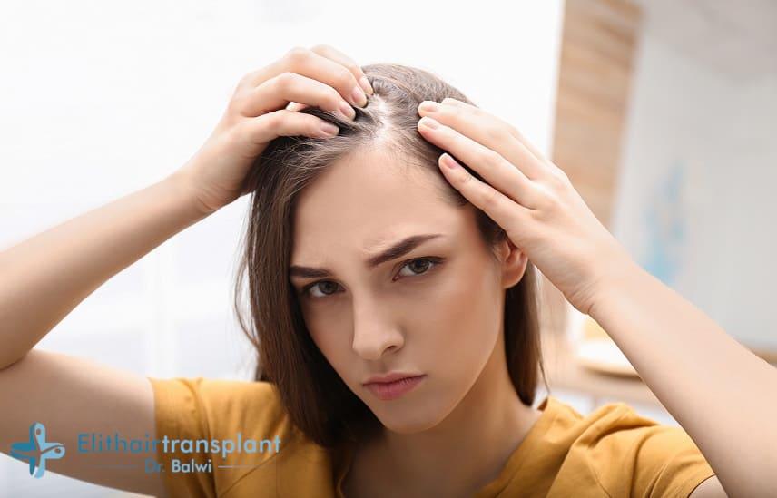 zyklusbedingter Haarausfall Frauen