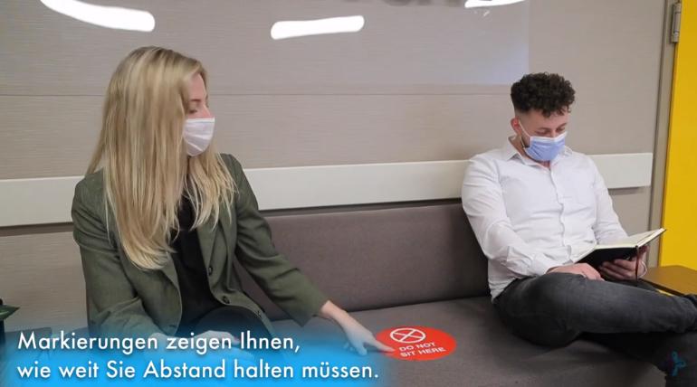 Pacientes respetando la distancia de seguridad durante la crisis del coronavirus