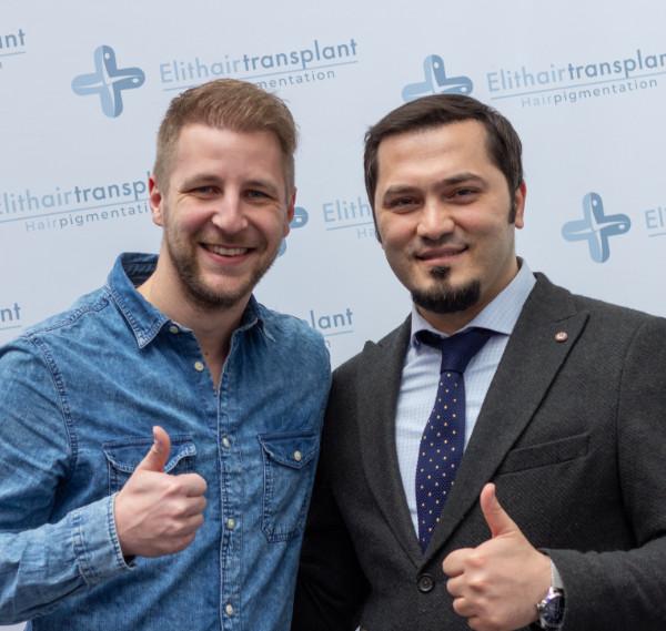 Patient nach Beratung zur Haartransplantation in München mit unserem Spezialisten Dr. Balwi