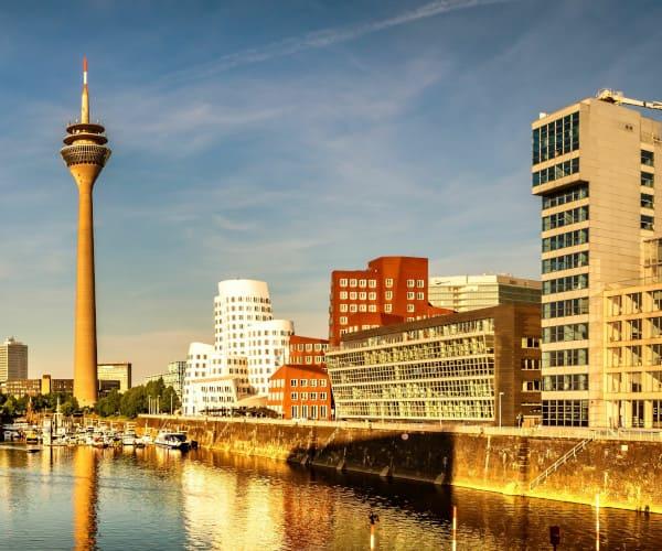 Wir empfangen Sie in zentraler Lage zur Beratung einer Haartransplantation in Düsseldorf.