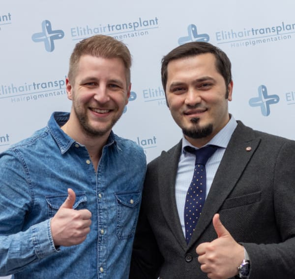Dr. Balwi mit Patient nach Haartransplantation in Berlin