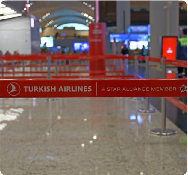 Der leere Boarding-Bereich von Turkish Airlines am Flughafen