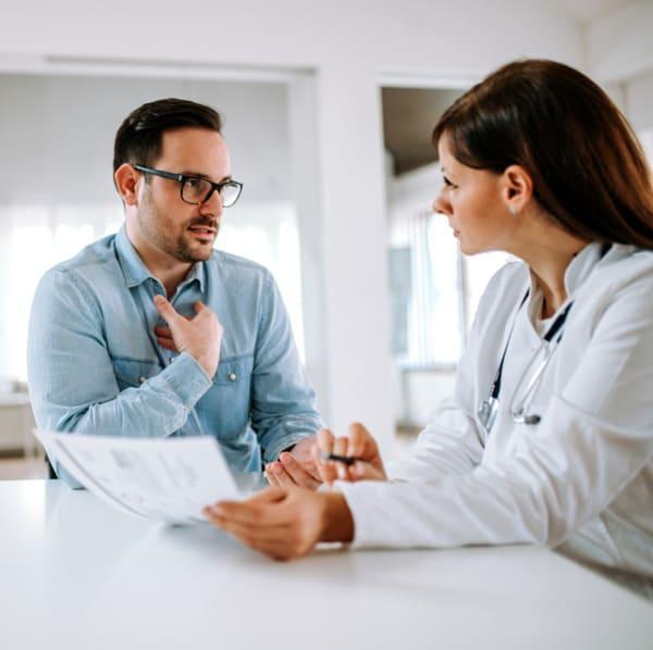 Beratung eines Patienten bei Elithair in Wien