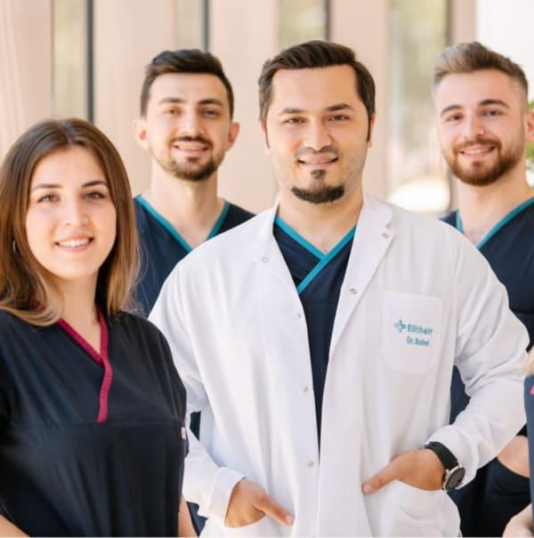 Dr. Balwi und drei Teammitglieder von Elithair