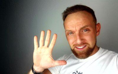 Richie im Interview zum Thema Ernährung, Haarpflege und Haarsysteme