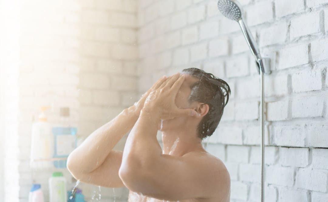 3 Gepflogenheiten, die auf Dauer Ihre Haare ruinieren