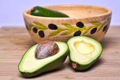 Superfood für die Haare - geschnittene Avocado