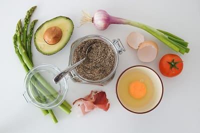 Superfood für die Haare - Avocado Ei Zwible Tomaten Spargel