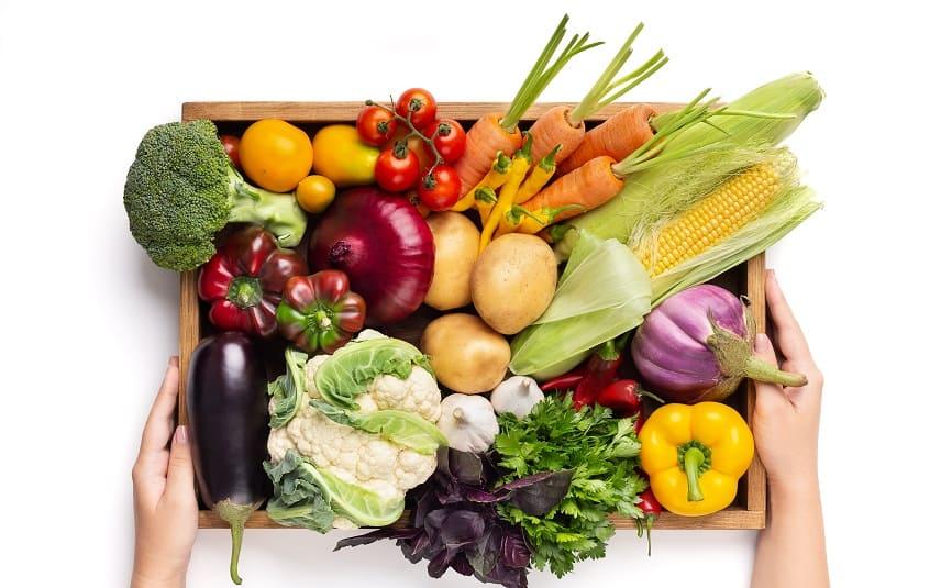 Superfood für die Haare - Gemüse in Holzkiste
