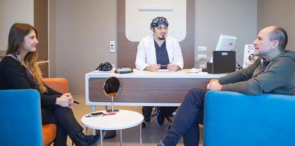 Haartransplantation Beratung in Frankfurt: Eine Vorsprechung einer Haarverpflanzung mit dr Balwi