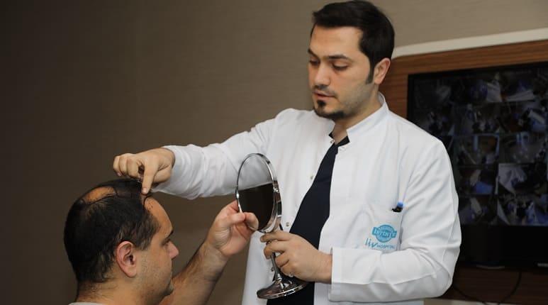 Kopfhauterkrankung mit Haarausfall - Haartransplantation kann bei kahlen Stellen bei Dr. Balwi