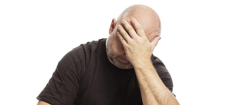 Haarausfall durch seelische Belastung - Trauriger Mann