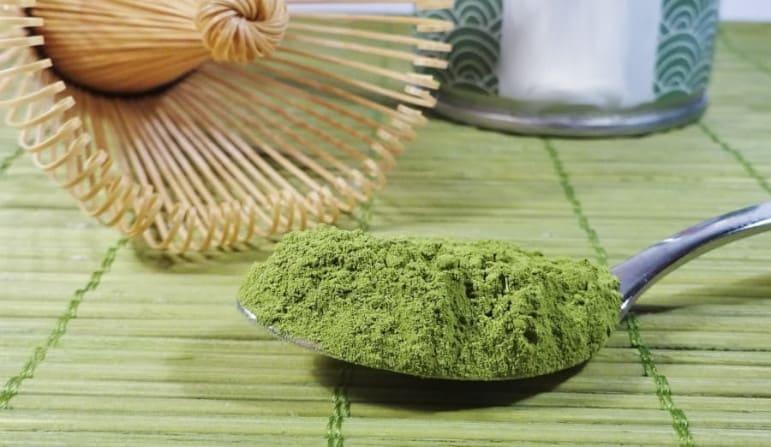 Gemahlte grüner Tee gegen Haarausfall