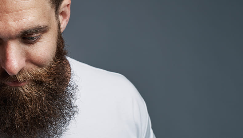 Spezialist für Barttransplantationen