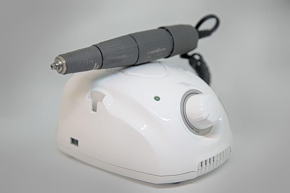 FUE Haartransplantation Instrument mit Hohlnadel