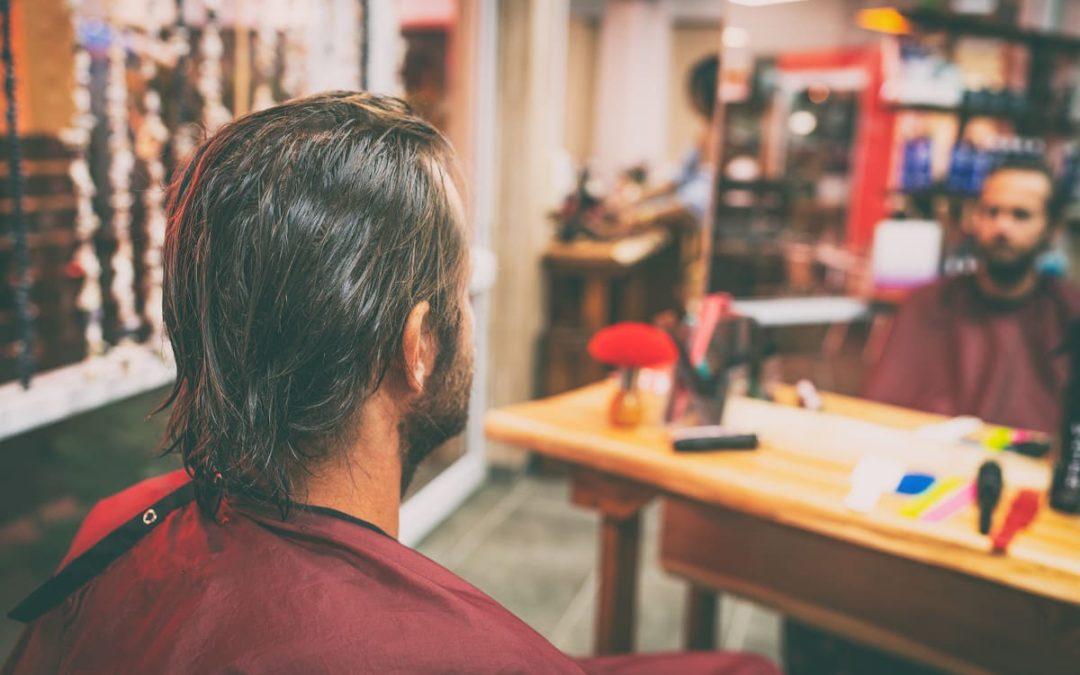 Haarausfall durch Haare tönen lässt sich behandeln