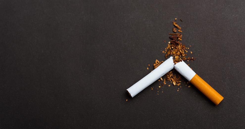 In der Mitte zerbrochene Zigarette