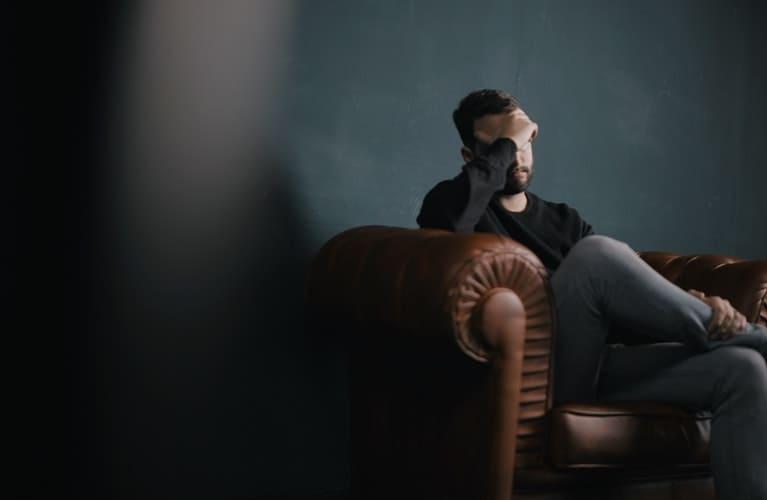 Caduta capelli da stress: le cause e i rimedi