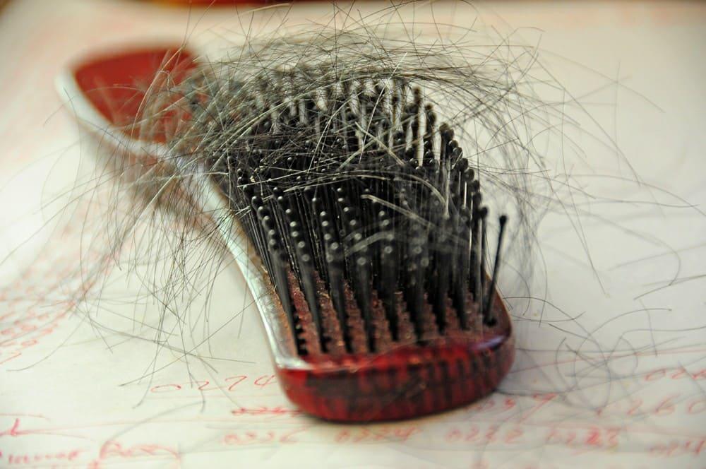 sognare di perdere i capelli