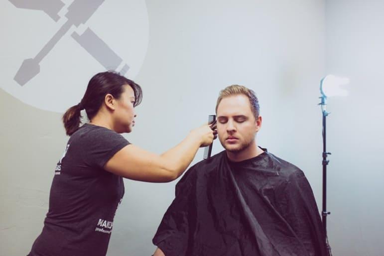 Uomo si sottopone al trapianto di capelli