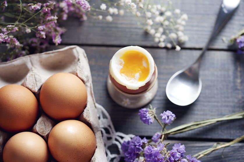 le uova per rinforzare i capelli