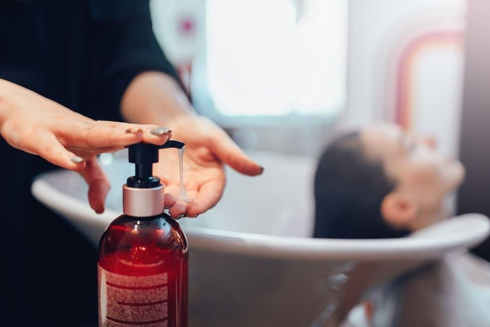 Shampoo utilizzato da hairstylist