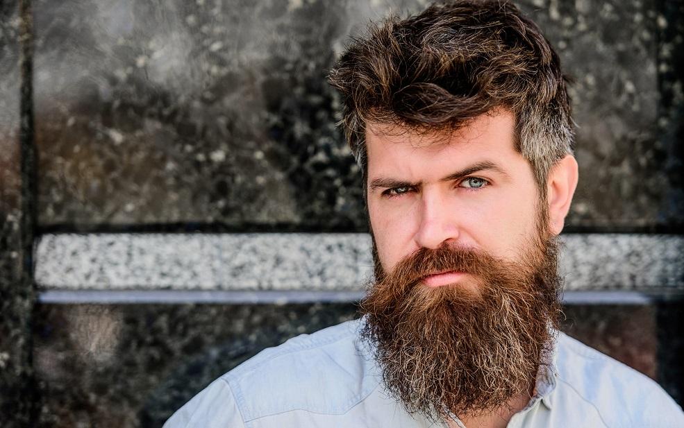 uomo ha fatto il trapianto di barba