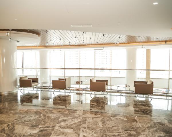 L'area di attesa moderna presso la Clinica di perdita di capelli Elithair