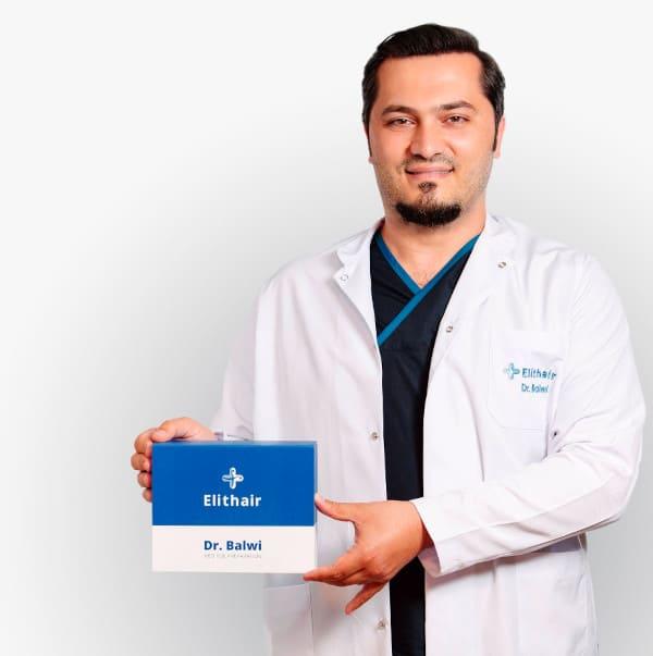 Dr. Balwi con il set preparatorio NEO FUE per un perfetto trapianto di capelli