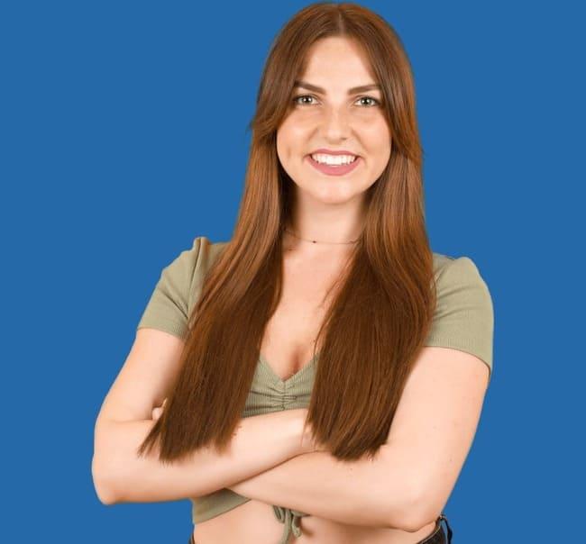 immagine di una donna con risultati perfetti dopo il trapianto di capelli sdhi